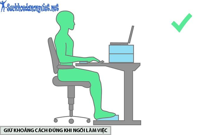 Điều chỉnh khoảng cách phù hợp với bàn làm việc