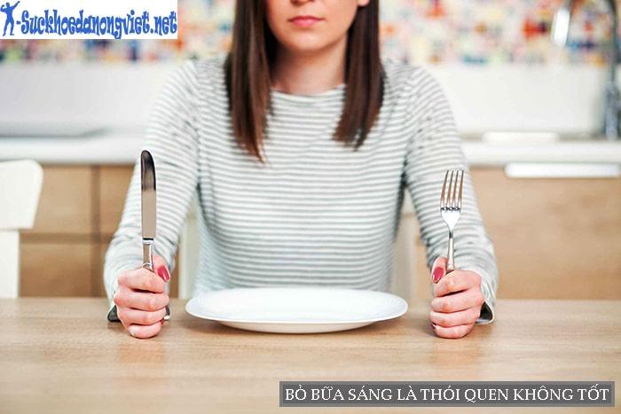 Bỏ bữa sáng thường xuyên sẽ gây ra các vấn đề về tiêu hóa, cân nặng