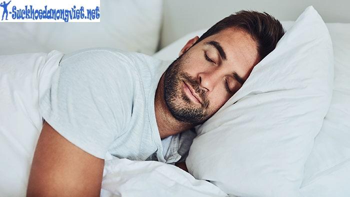 Ngủ đủ giấc sẽ giúp cơ thể được nghỉ ngơi, tái tạo lại năng lượng