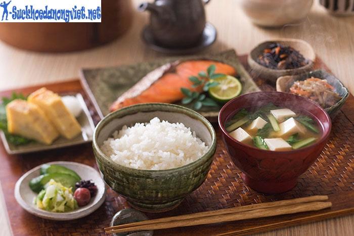 Người Nhật thường hay ăn rong biển và cá