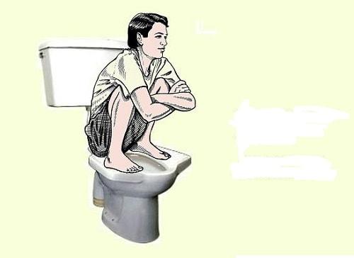 Nam giới không nên đi tiểu ngồi dễ liệt dương 1