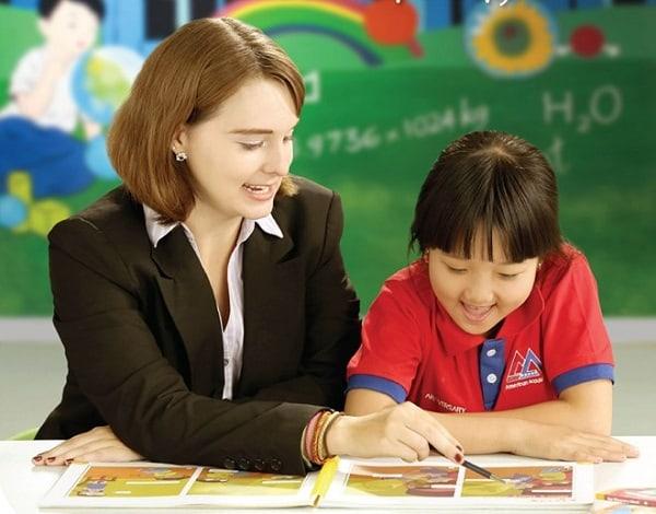 Thuận lợi - khó khăn khi làm gia sư cho học sinh nữ