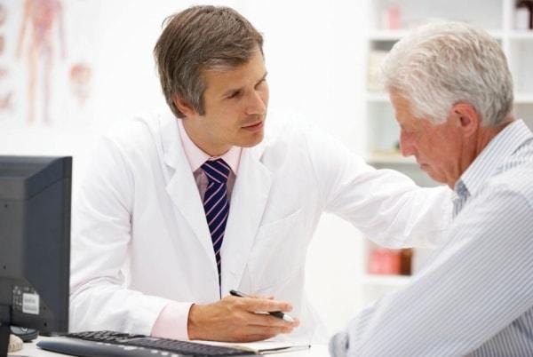 Người già dễ có nguy cơ mắc bệnh teo não 3