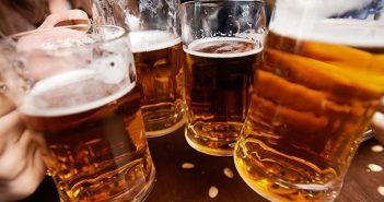 Uống bia ngay sau khi tập thể thao gây hại cho sức khoẻ nam giới