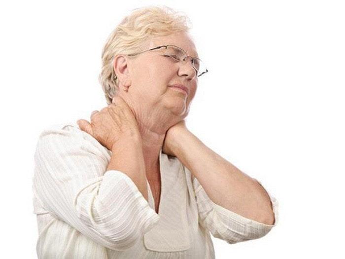 Người già là những đối tượng dễ mắc bệnh viêm xương khớp nhất