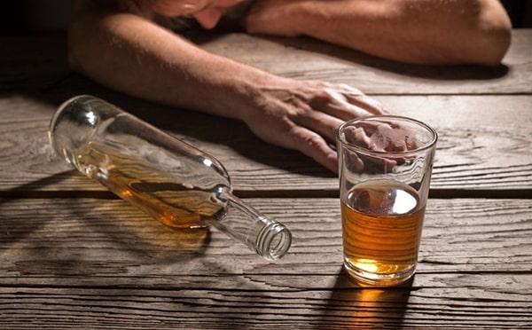 Có nhiều nguyên nhân gây ra tình trạng đau bụng sau khi uống rượu