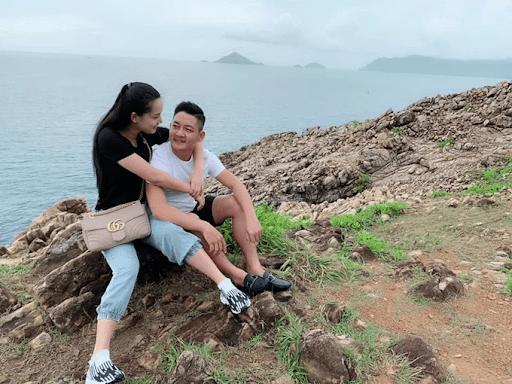 Vợ chồng Thành Đạt - Hải Băng đi du lịch sau một tháng sinh con.