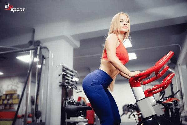 Tập Cardio bằng xe đạp tập